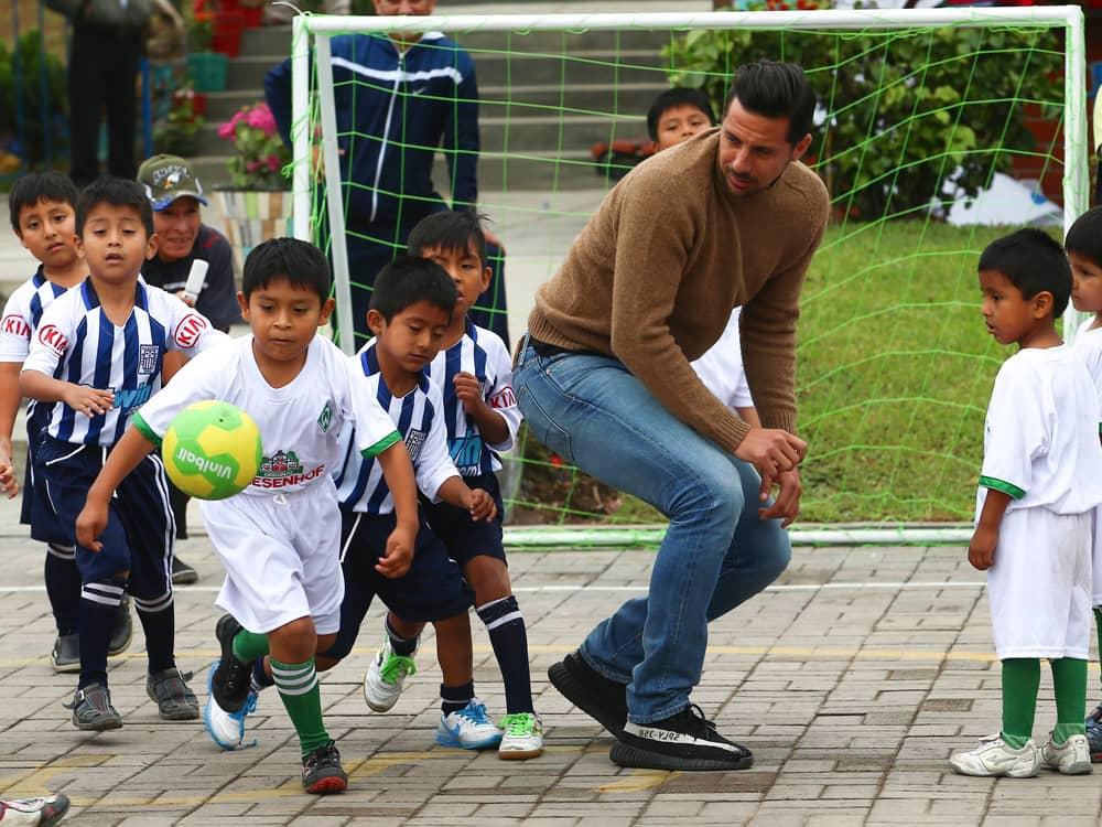 Claudio Pizarro Kinder