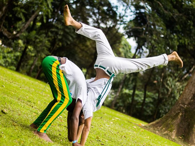 Zwei Kinder in Costa Rica beim Capoeira-Training